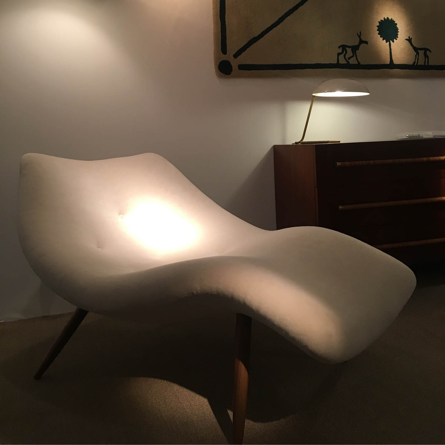 Curvy2 Adrian Pearsall white velvet and American walnut lounge chair