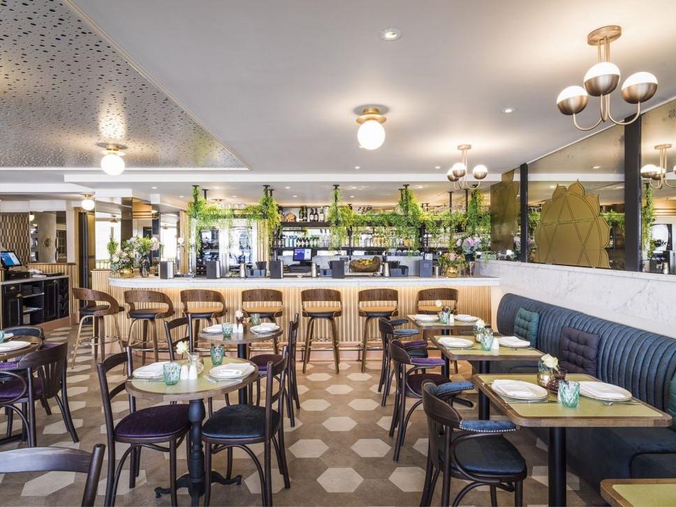 chakra riverside restaurant design bar & dining area